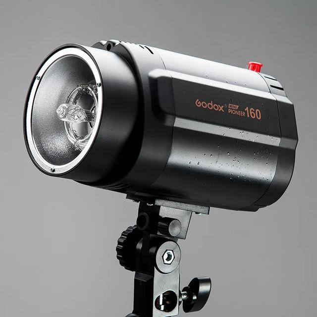 Студійний спалах моноблок Godox Mini Pioneer 160 живе фото