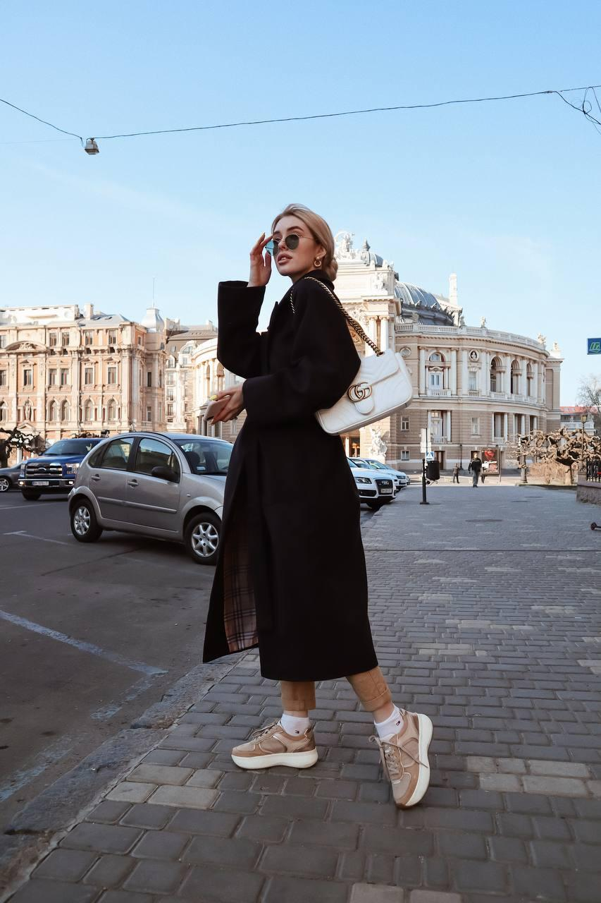 Пальто жіноче на запах під пояс чорне