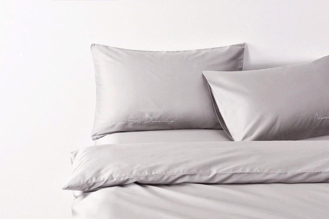 Постельное белье сатин Deluxe Bella Villa с вышивкой светло-серый
