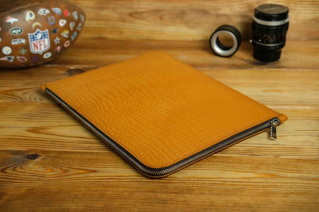 Шкіряний чохол для MacBook з повстяною підкладкою, на блискавці, Шкіра Італійський краст, колір Бурштин, тиснення №2