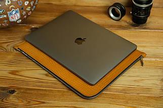 Шкіряний чохол для MacBook з повстяною підкладкою, на блискавці, Шкіра Італійський краст, колір Бурштин, тиснення №2, фото 3