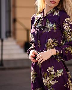 Легкое летнее платье женское с рюшами и бантом средней длины