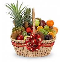 Корзина фруктовая подарочная поздравительная сюрприз Витамины с ананасами бананами яблоками киви виноградом