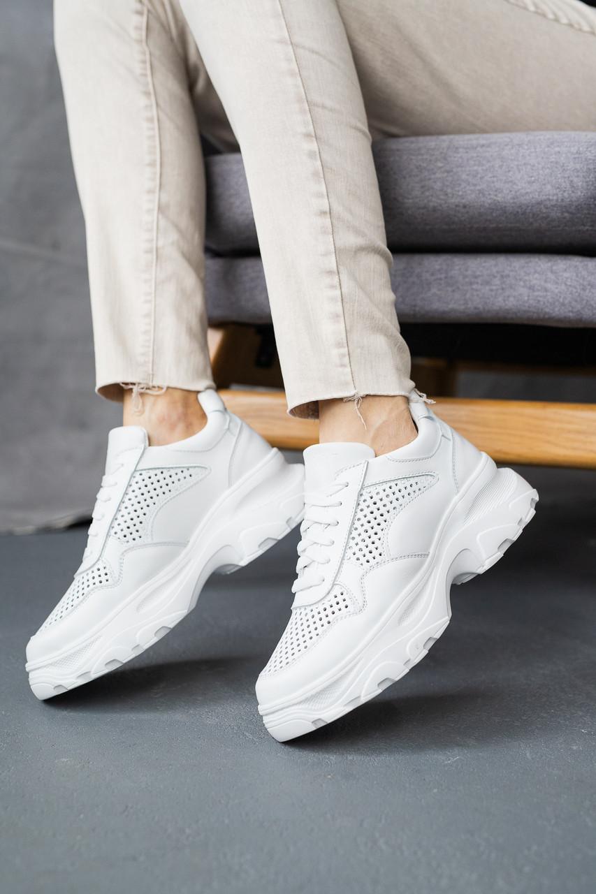 Жіночі кросівки шкіряні літні білі Yuves 3003 Перфоров