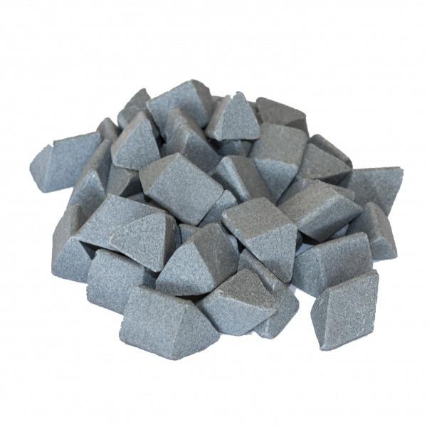 Галтовочные тела (наполнитель для галтовки) керамический скошенный треугольник №16 20х20 мм
