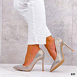 Жіночий класичні туфлі зі стразами на шпильці бежеві чорні, фото 4