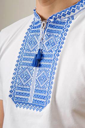 Мужская вышиванка в белом цвете с коротким рукавом «Гладь (синяя вышивка)», фото 2