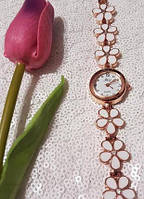 Красивые женские наручные часы в белый цветок