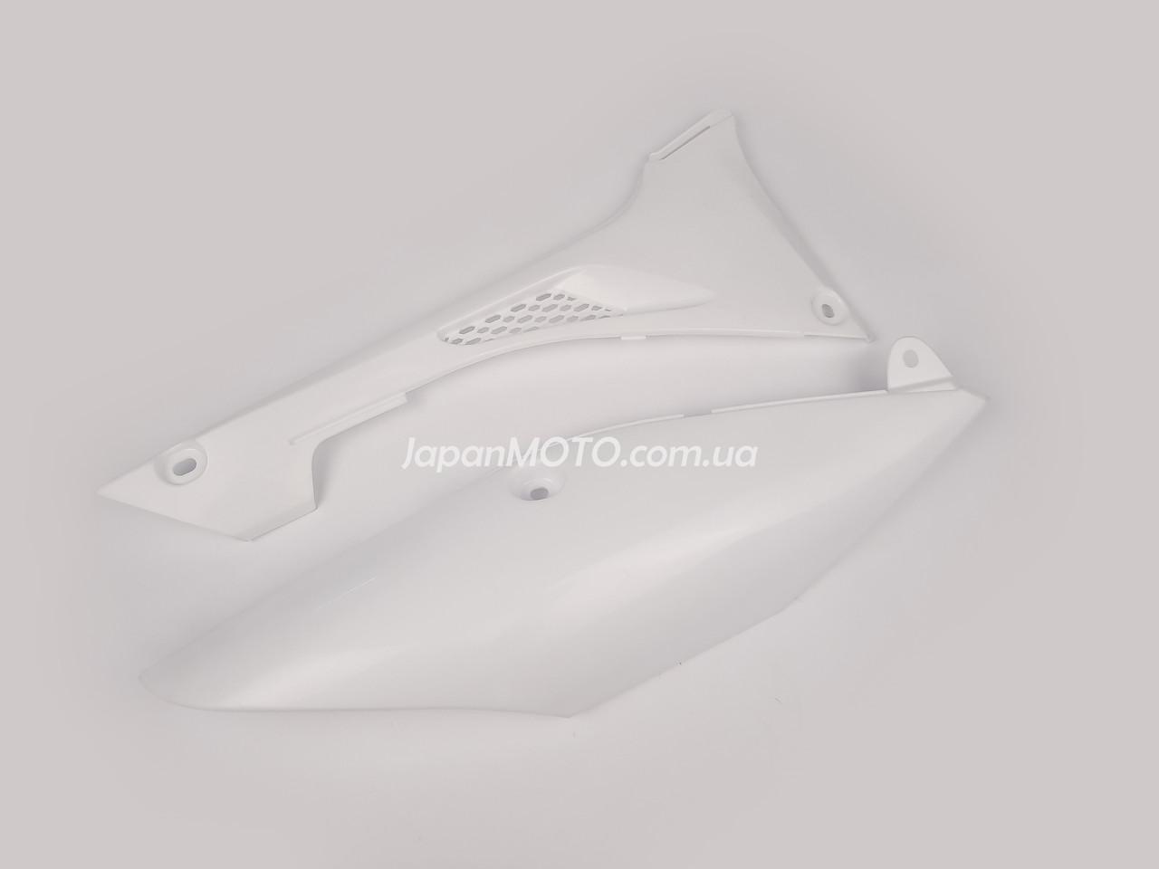Крышка сиденья правая на мотоцикл KAYO T4, T2 2020, (комплект) оригинал