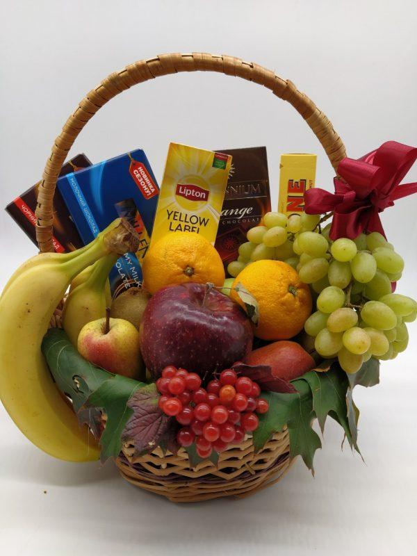 Корзина фруктовая подарочная поздравительная съедобная с шоколадом чаем яблоками бананами виноградом