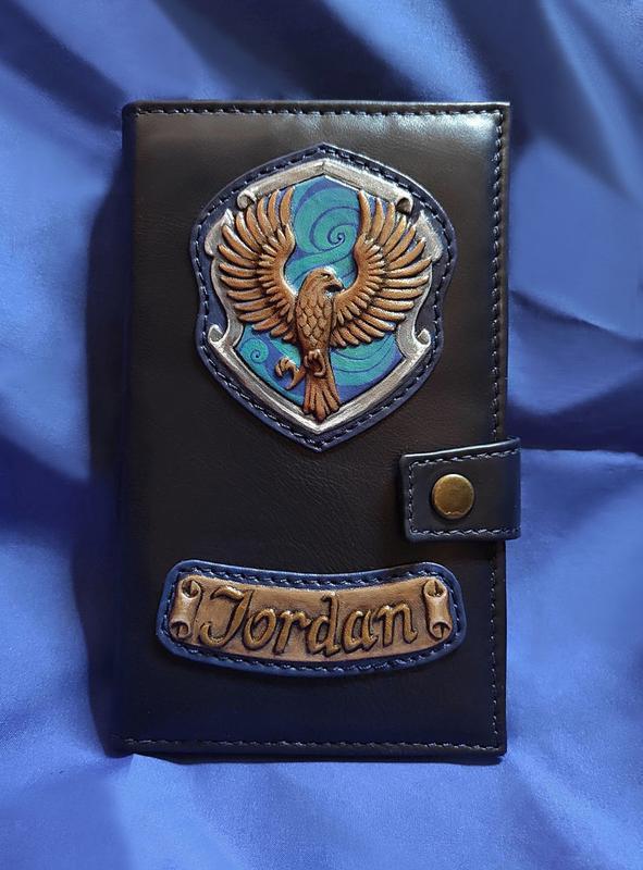 """Авторський гаманець з натуральної шкіри ручної роботи з ім'ям на замовлення """"Когтевран"""""""