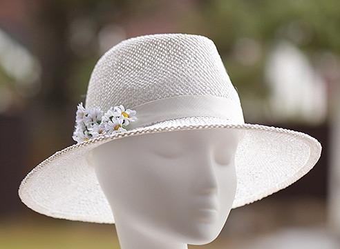 Капелюшок для жінок з невеликими полями з натуральної соломки