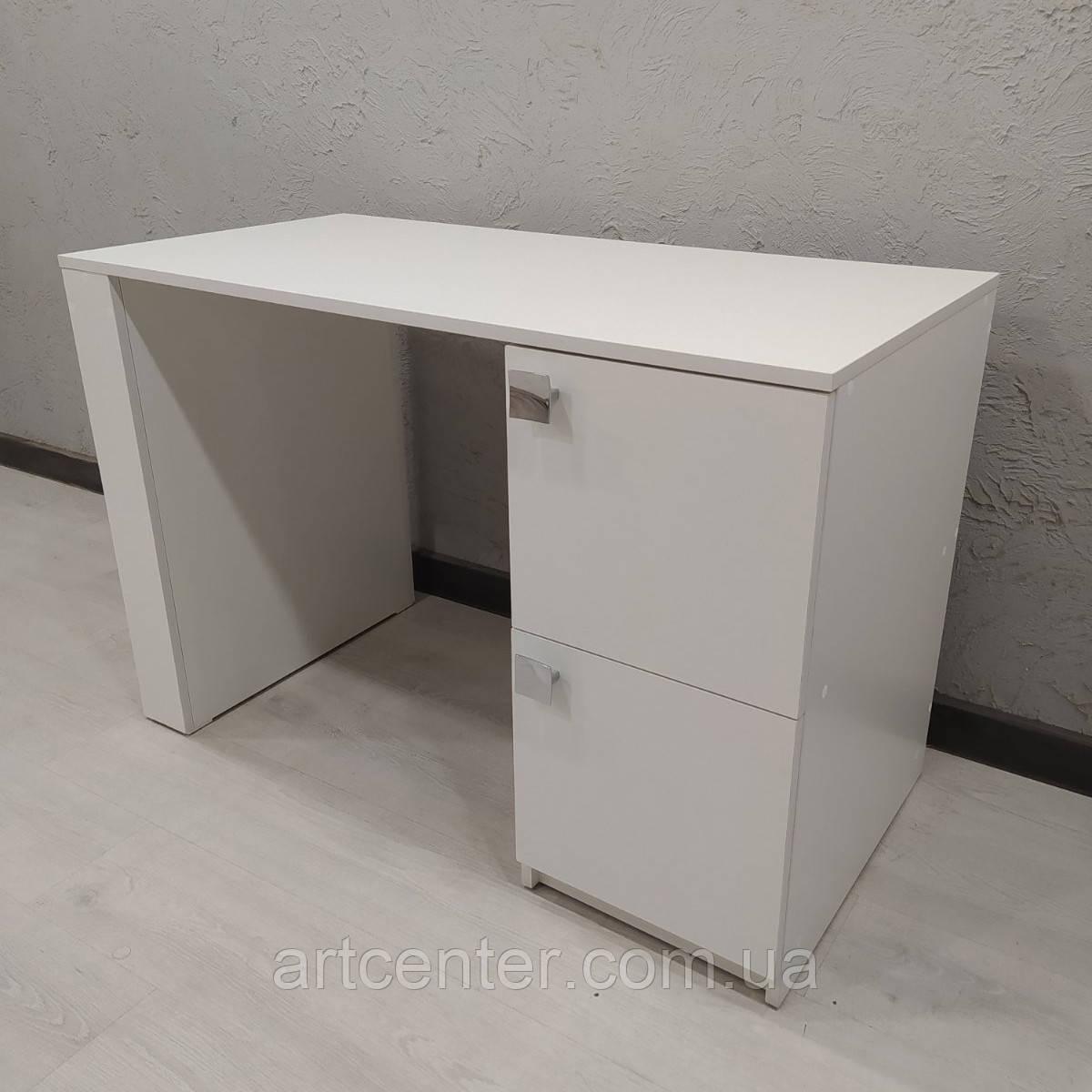 Стіл для манікюру білого кольору