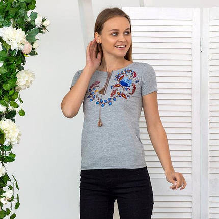 Жіноча сіра футболка-вишиванка із неповторним орнаментом «Петриківський розпис», фото 2