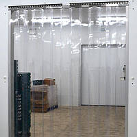 Ленточная теплоизолирующая ПВХ силиконовая штора. Энергосберегающая ПВХ завеса с карнизом.