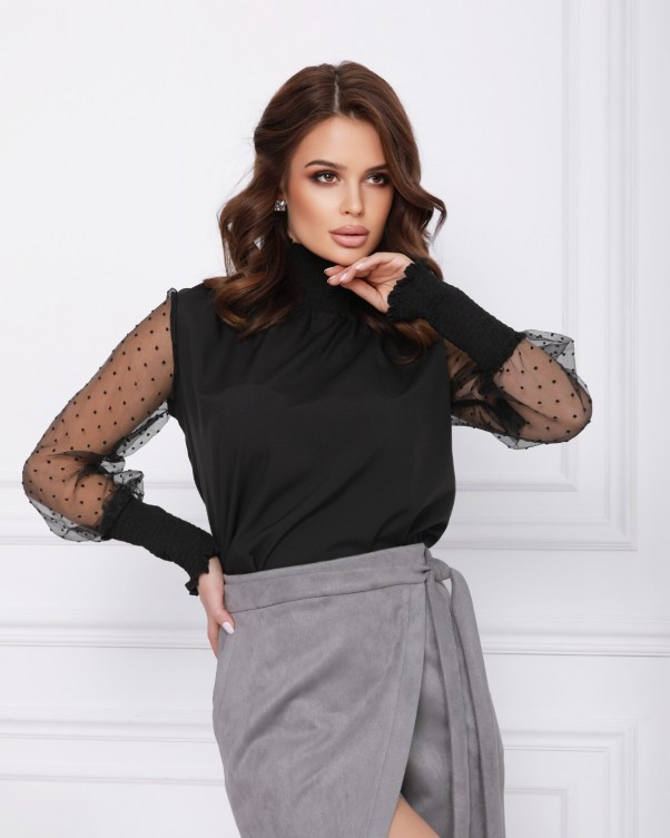 Черная нарядная блуза с воздушными рукавами