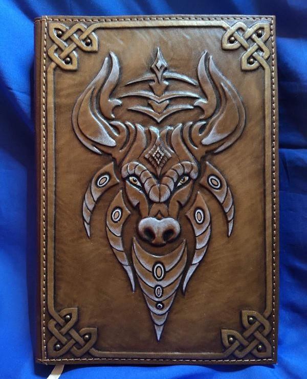 """Ежедневник А5 формата в кожаной обложке c художественным объемным тиснением ручной работы """"Бык"""""""