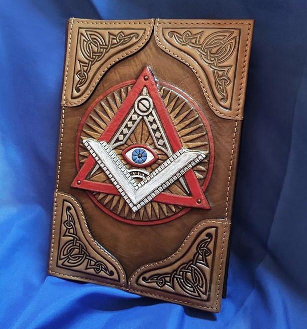 """Ежедневник А5 формата именной в кожаной обложке с художественным тиснением ручной работы """"Всевидящее око"""""""