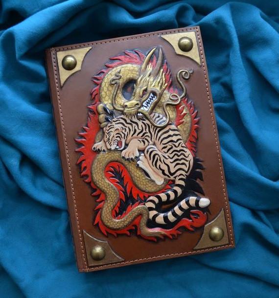 """Ежедневник А5 формата в кожаной обложке с художественным тиснением ручной работы """"Поединок"""""""