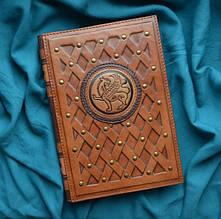 """Ежедневник А5 формата с монограммой в кожаной обложке ручной работы """"Грифон"""""""