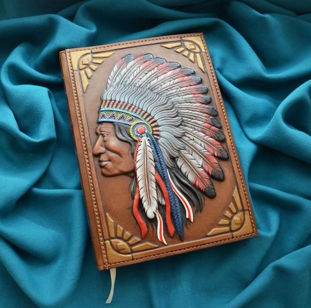 """Щоденник А5 формату в шкіряній обкладинці з об'ємним тисненням ручної роботи """"Індіанець"""""""