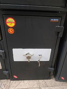 Уценка на Огневзломостойкий Сейф с витрины (царапины) Гарант 67t (новый 2016 года)