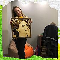 Подарки на день рождения девушке ( Подарите ей картину с её изображение на дереве)