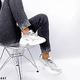 Жіночі кросівки на масивній підошві білі з ланцюгом, фото 4