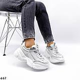 Жіночі кросівки на масивній підошві білі з ланцюгом, фото 3