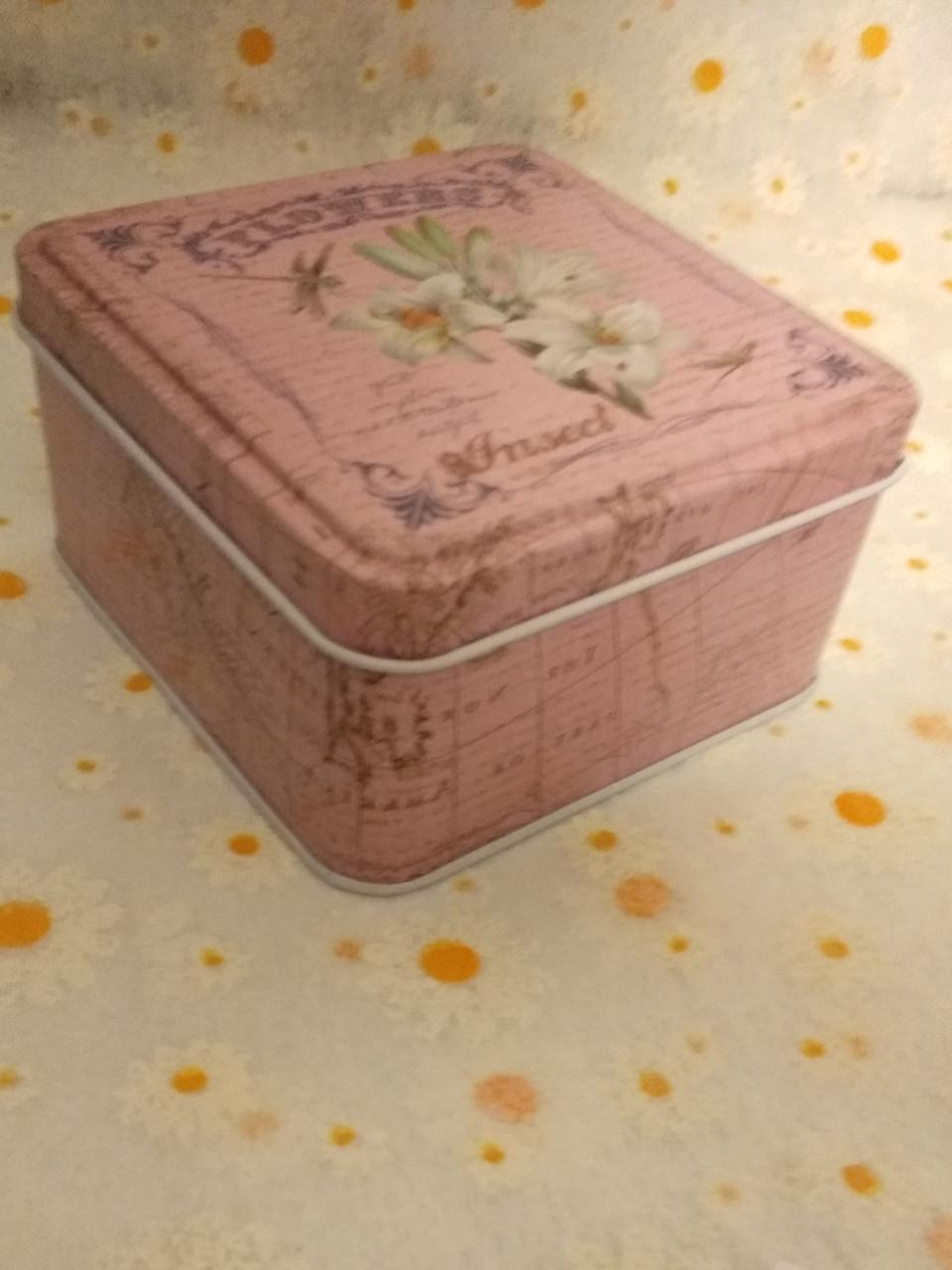 Коробка метал 4.8 х 8 х 8 см