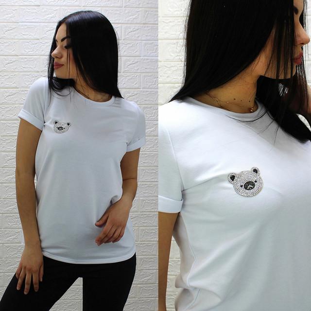 Женская свободная футболка белого цвета с милым мишкой