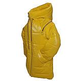 Яскрава стильна підліткова куртка з плащової тканини демисезон на дівчинку з капюшоном весна-осінь від виробника, фото 2