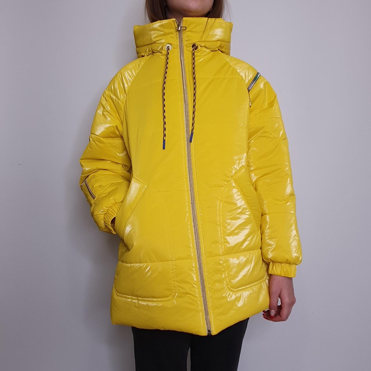 Яркая стильная подростковая куртка из плащевки демисезон на девочку с капюшоном весна-осень от производителя
