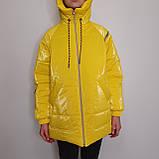 Яскрава стильна підліткова куртка з плащової тканини демисезон на дівчинку з капюшоном весна-осінь від виробника, фото 8