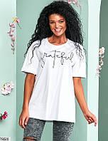 Стильная женская футболка с круглым вырезом горловины и контрастной надписью с 42 по 46 размер