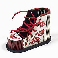 Подставка под канцтовары Ботинок Маки на белом фоне, фото 1