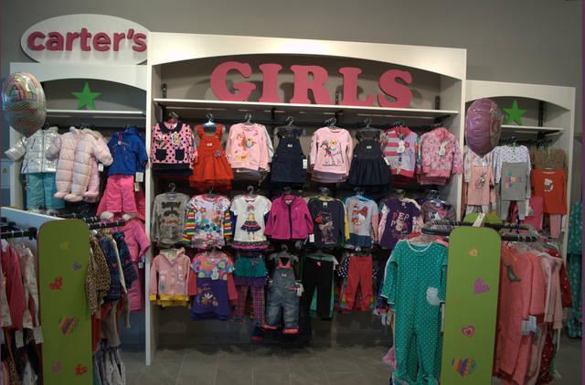 Стеллажи и вешала в магазин детской одежды