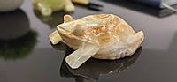 Жаба з натурального каменю онікс.