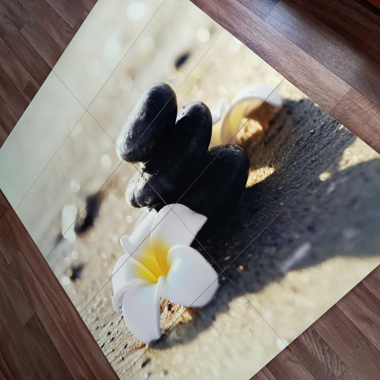 Панно на керамической фотоплитке - Белый цветок и Черные камни