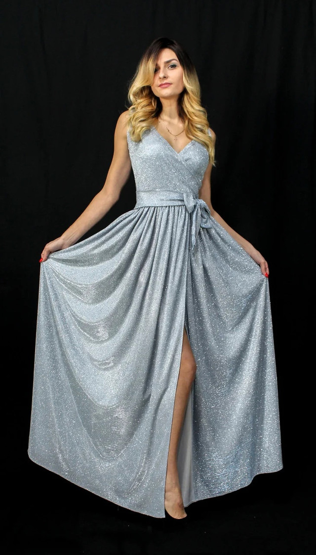 Роскошное блестящее платье на запах под пояс