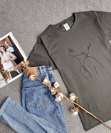 Женская базовая футболка темно-серая свободного кроя, фото 2