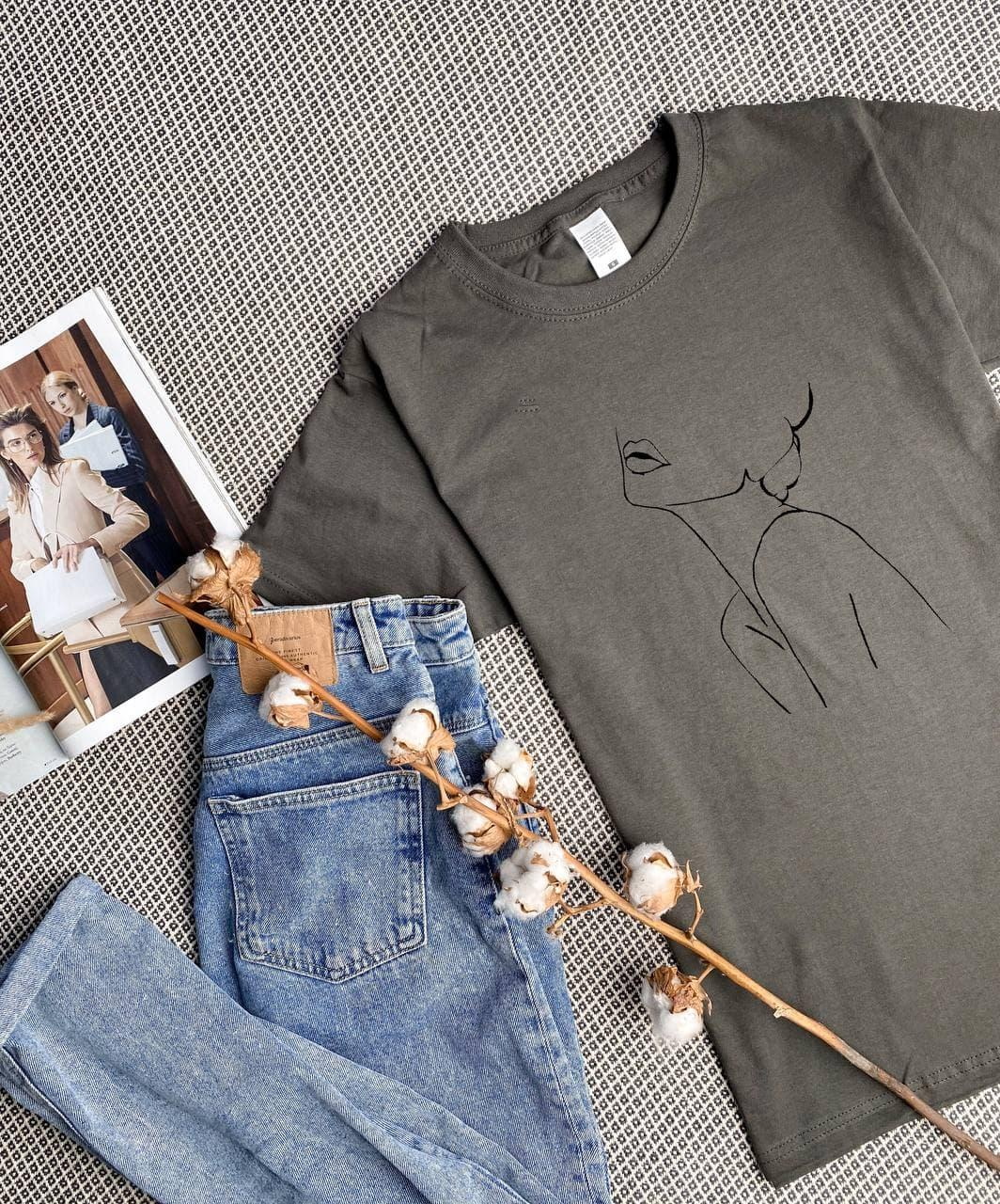 Женская базовая футболка темно-серая свободного кроя