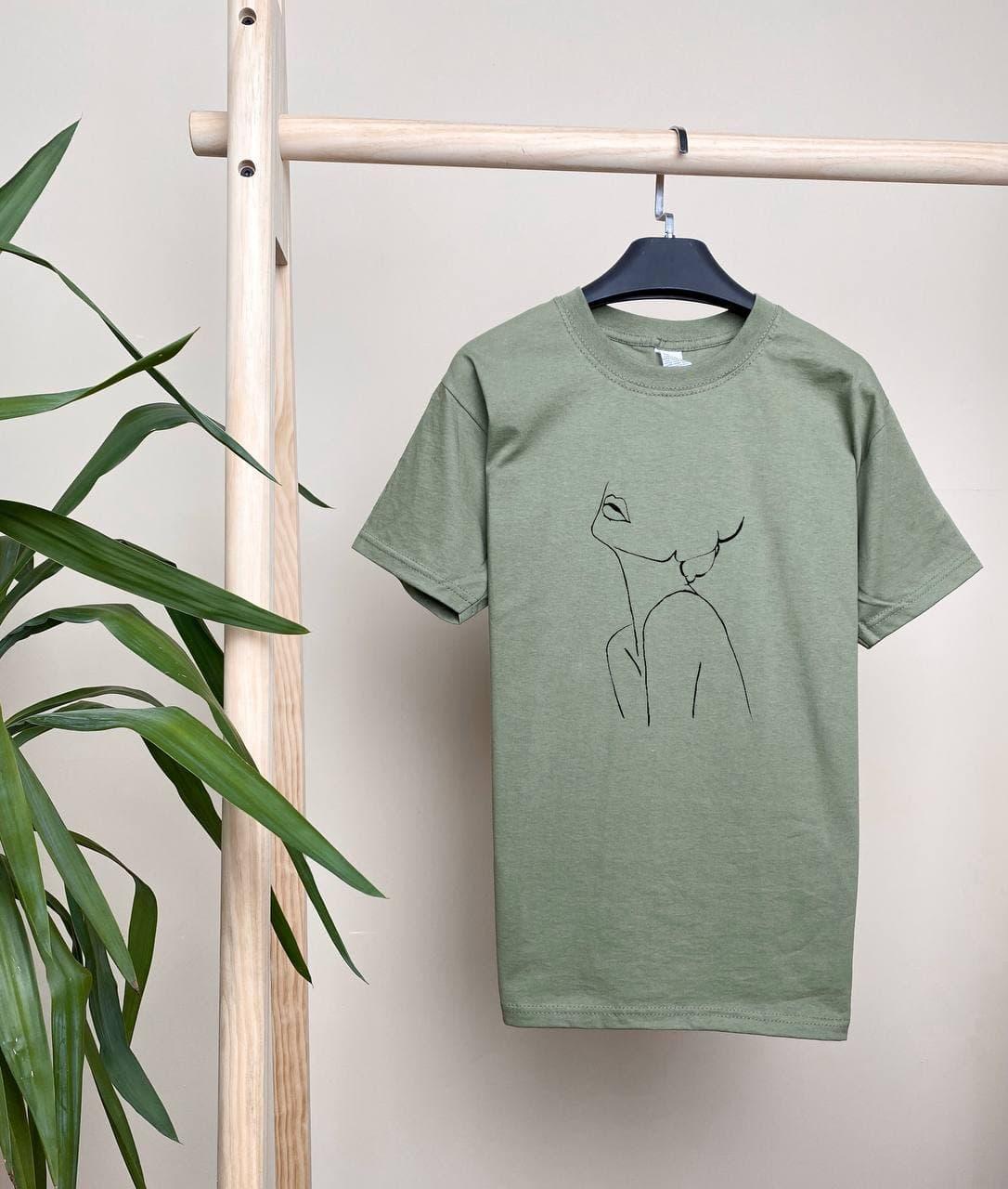 Жіноча базова футболка оливкова вільного крою