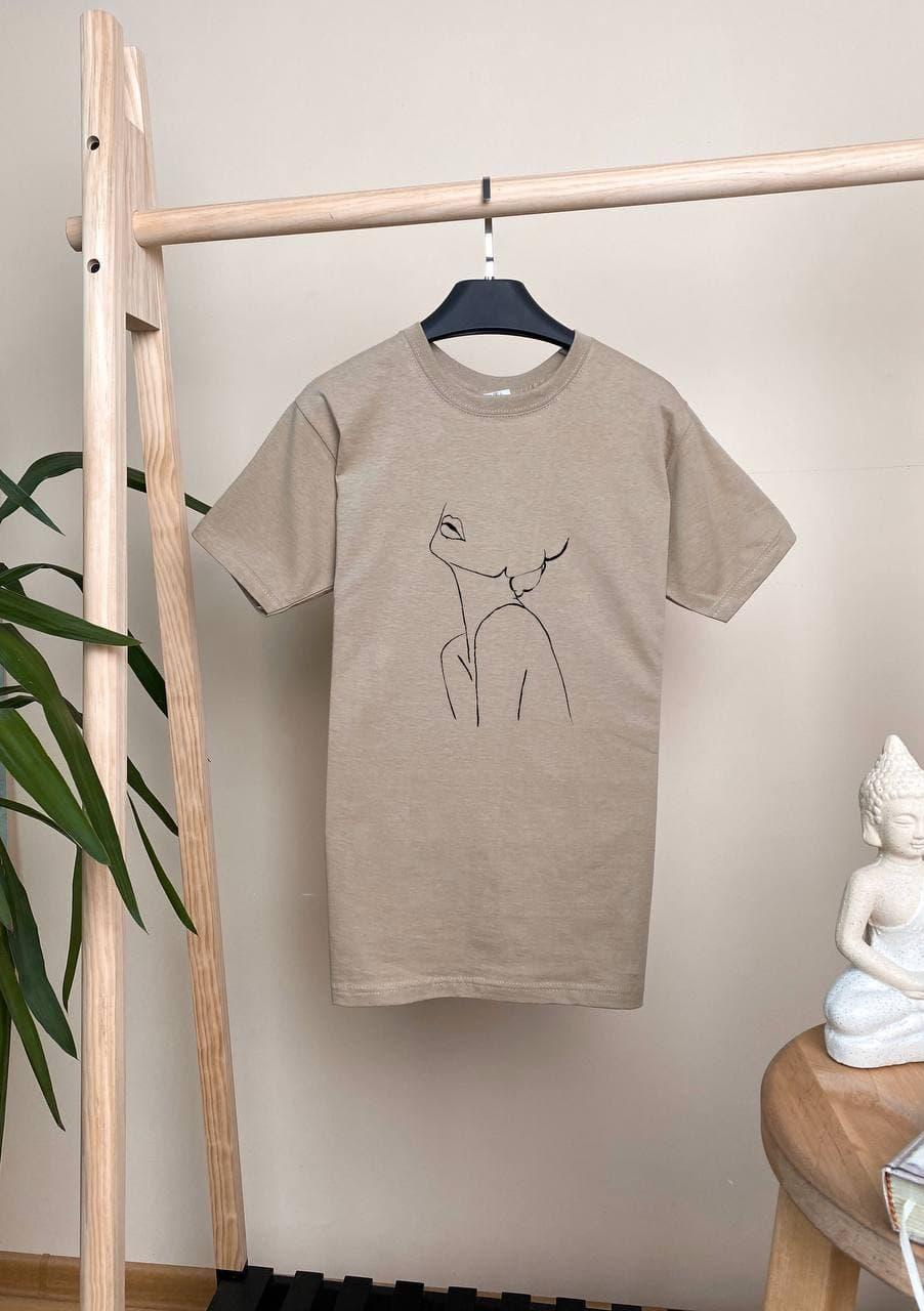 Женская базовая футболка бежевая свободного кроя