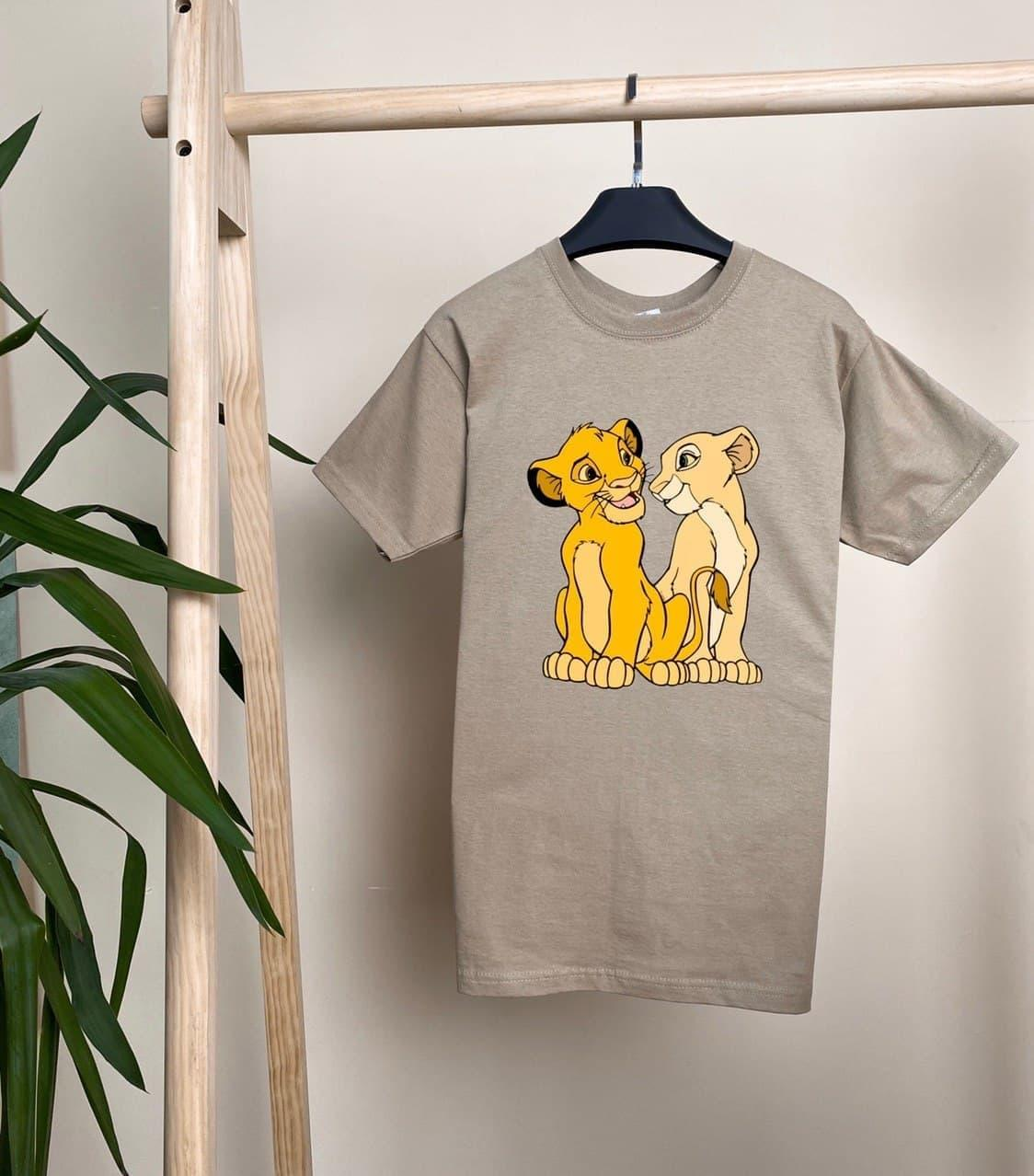 Женская футболка Симба бежевая свободного кроя