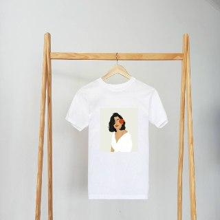 Женские футболки белого цвета свободного кроя с весенним принтом