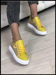 Кеди жіночі стильныеиз натуральної шкіри Код 00608 жовті/до+гіпюр біла підошва розміри 36-40