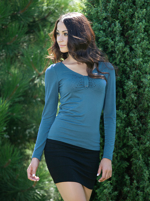 Красивый пуловер со стразами (размер M)