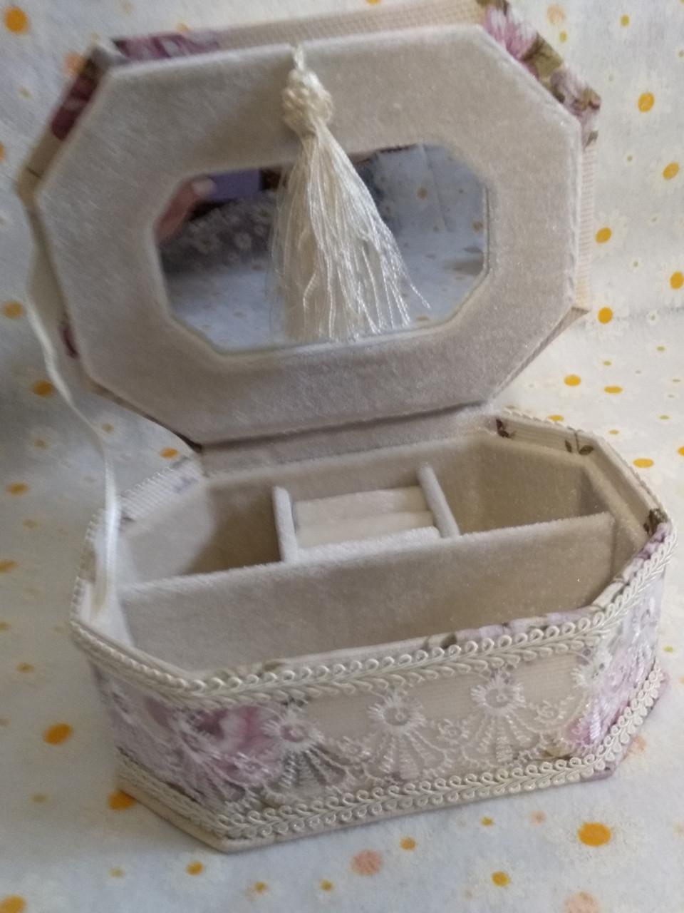 Скринька для прикрас. дер. + тканина квітка 17 * 12 * 7 см.