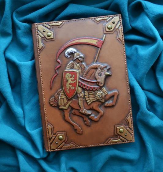 """Ежедневник А5 формата в кожаной обложке с объемным тиснением ручной работы """"Рыцарь"""""""